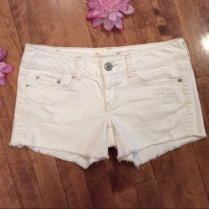 American Eagle 🦅 white jean shorts size 4 stretch